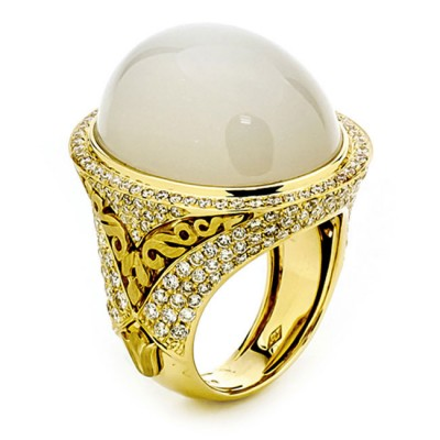 18K Yellow Gold White Moonstone Band